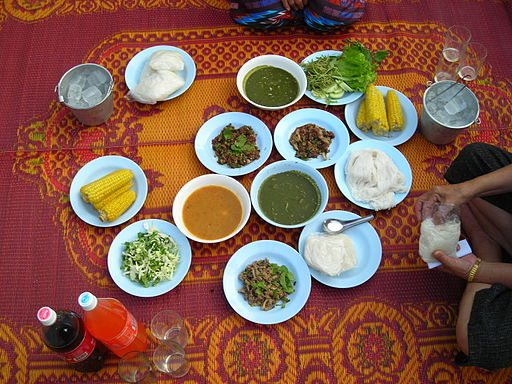 512px-a_traditional_family_breakfast_in_the_isan_thailand