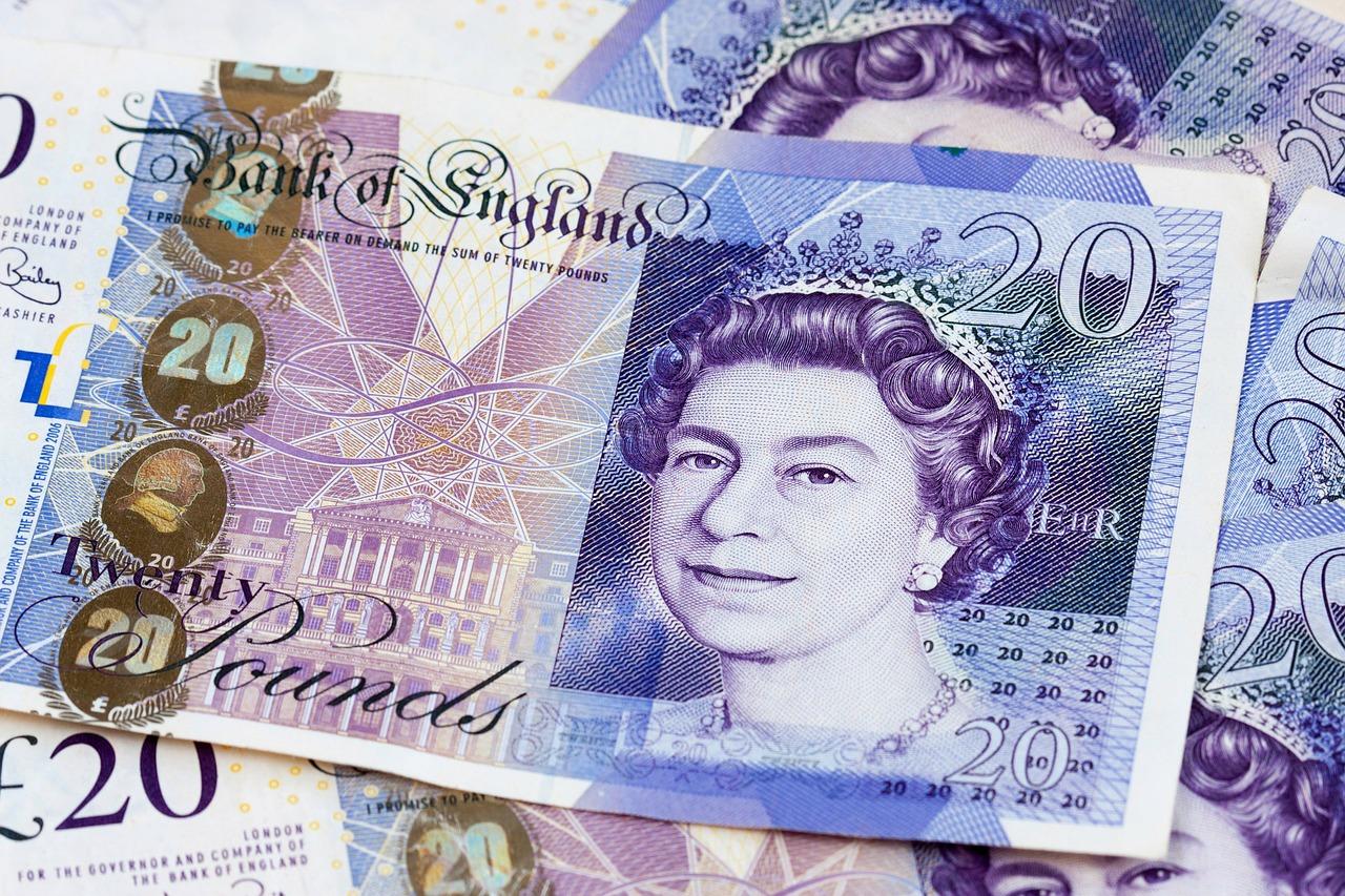 money 164032 1280